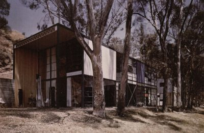 Ray Eames, Charles Eames, and Eero Saarinen, Eames House (Case Study House #8), Pacific Palisades, Calif., 1945–49. Photograph by Julius Shulman, 1949 © J. Paul Getty Trust/Julius Shulman Photography Archive Research Library at the Getty Research Institute/Eames Office