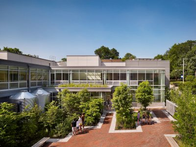 SMP Architects, courtyard of Germantown Friends School Science Center, Philadelphia, 2009. SMP Architects © Halkin Photography