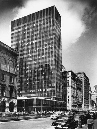 Skidmore, Owings & Merrill, Natalie de Blois (design team), Lever House, New York City, 1952. Photograph by Gottscho-Schleisner © Library of Congress