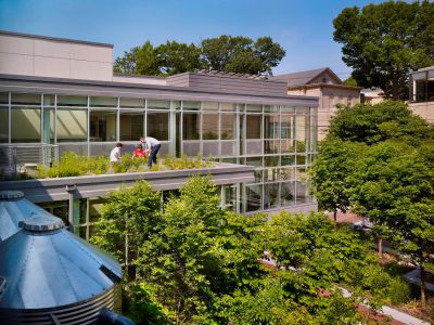 SMP Architects, accessible green roof of Germantown Friends School Science Center, Philadelphia, 2009. SMP Architects © Halkin Photography