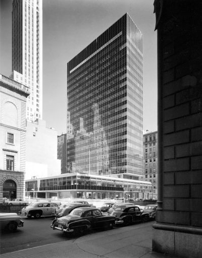 Skidmore, Owings & Merrill, Natalie de Blois (Senior Designer), Lever House, exterior, New York City, 1952. Photograph by Ezra Stoller © Ezra Stoller/Esto