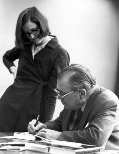 Natalie de Blois with Nathaniel Owings, circa 1960 © Skidmore, Owings & Merrill