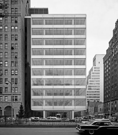 Skidmore, Owings & Merrill, Natalie de Blois (Senior Designer), Pepsi-Cola Headquarters, exterior, 1960, New York City. Photograph by Ezra Stoller © Ezra Stoller/Esto