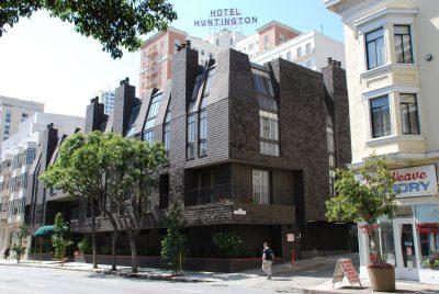 Beverly Willis & Associates, Vine Terrace Apartments (presently Nob Hill Court Condominiums) front elevation, San Francisco, 1973. Photograph by Wanda Bubriski © Wanda Bubriski