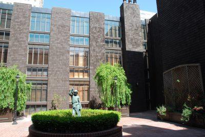 Beverly Willis & Associates, Vine Terrace Apartments (presently Nob Hill Condominiums) inner courtyard elevation, San Francisco, 1973. Photograph by Wanda Bubriski © Wanda Bubriski