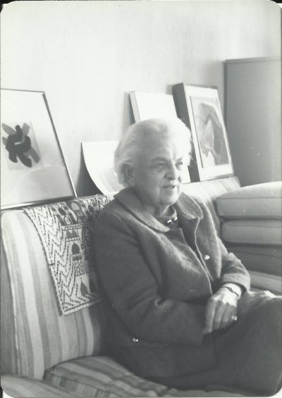 Eleanor Raymond in her apartment at 100 Memorial Drive, Cambridge, Mass., 1980 © Doris Cole