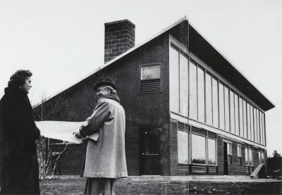 Maria Telkes (left) and Eleanor Raymond in front of the Peabody Sun House, designed by Raymond, Dover, Mass., 1948.