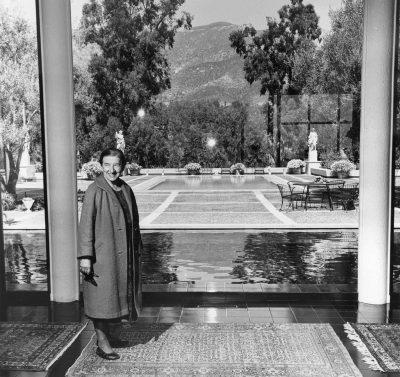 Lutah Maria Riggs at the C. Pardee Erdman House, Montecito, Calif., 1966 (designed 1957–59). Architecture and Design Collection, Art, Design & Architecture Museum, University of California, Santa Barbara
