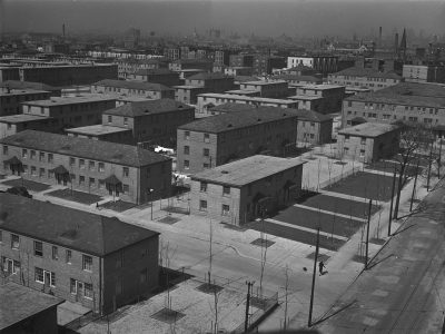 Chicago Housing Authority, Ida B. Wells Homes, Chicago, 1939–41. Photograph by Jack Delano, 1942. U.S. Farm Security Administration / Office of War Information Collection, Prints and Photographs Division, Library of Congress