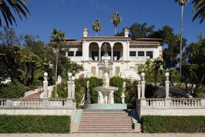Julia Morgan, Casa del Sol (originally known as Cottage-C), rear elevation, Hearst Castle, San Simeon, Calif., 1920–22. Photograph by King of Hearts. Creative Commons, Wikimedia